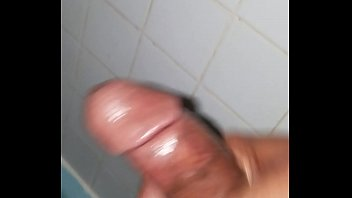 scoopluva jerking off in the shower