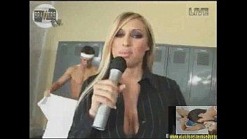 rep&oacute_rter trocou o microfone pelo pau