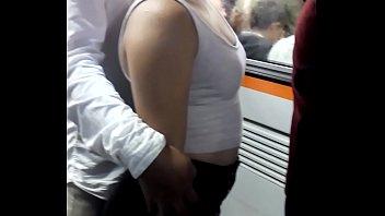 nalguitas de putiprincesa en el metro, rico culo.