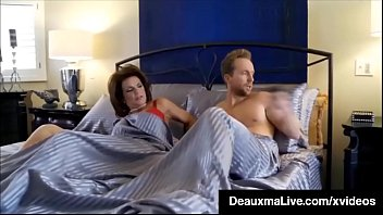 curvy cougar deauxma gets pussy &amp_ dick in.