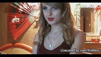hot amateur blonde girl taylor swft look-alike amazing striptease!