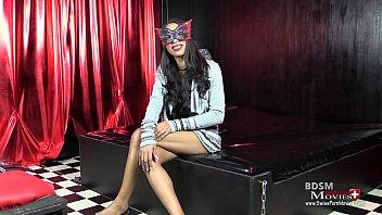 oxana ist eine latina model beim porno interview.