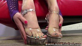 feet fetish blondie gets hot
