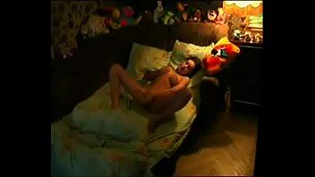 mujer masturbandose en sof&aacute_ ma&ntilde_anero para mas videos.