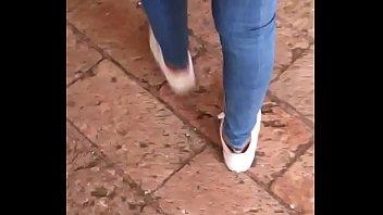 hermoso culito en jeans ajustados