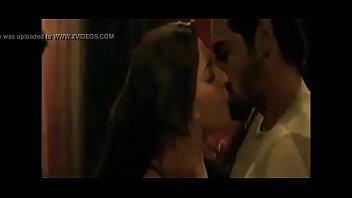 shruti hassan hot kisses   sexy romantic.