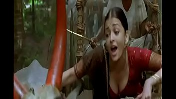 aishwarya rai boobs cleavage show in.