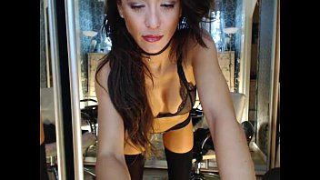 skype lily stinson2 cam girl having fun - webcummers.com