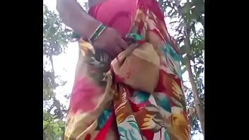 desi roshni bhabhi showing her stuff