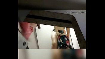 espiando e olhando novinha no banheiro spying and.