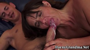 mature skanks eats cum