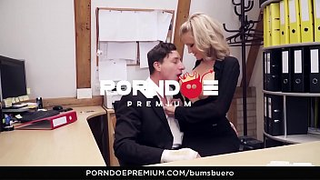 bums buero - naughty sex at the office.
