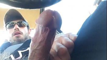 hairy man jerk off in car / peludo masturbandose