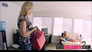skinny teen daughter zoe parker sucks step dad'_s.