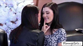 cute teen jenna lovely licks her mom rayveness.