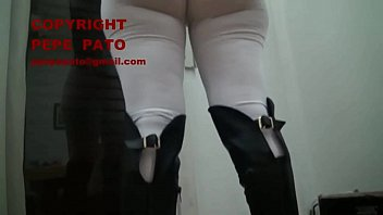 se&ntilde_ora madura mature wife se mete calza leggins.
