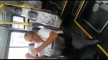 tarado flagrado se masturbando no onibus