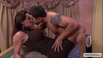busty ts jessy dubai licks and blows big.