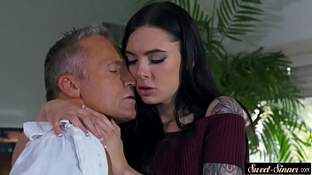 tattooed stepdaughter gets jizzed on pussy