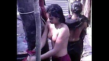 desi group of teen girls bathing.