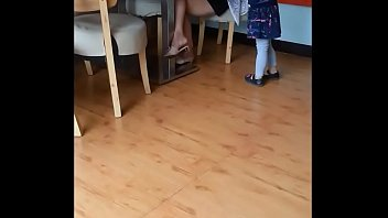 chinese mom up-skirt