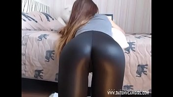 leather girl belindatight12 showing shiny ass.