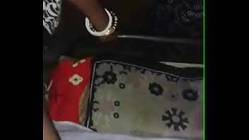 bhabhi showing boobs
