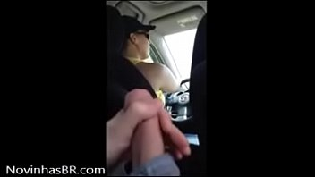 rapaz batendo punheta pra m&atilde_e do amigo -.