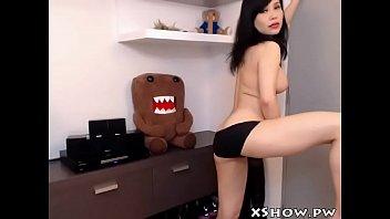 korean sexy woman masturbate on live.