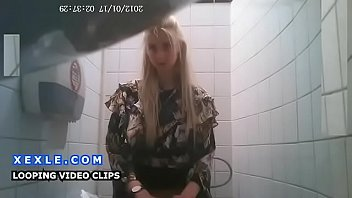 toilet spy hidden cam in university wc teens.