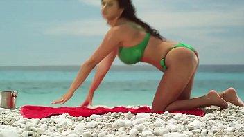 girl unties bikini bottom[green]