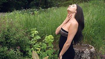 black haired milf kat mastubates outdoors - see.
