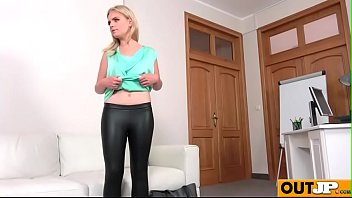 new shy model gets a big facial(lady blond).