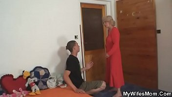 old mother riding her man&#039_s cock