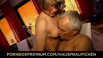 hausfrau ficken - home doggy sex with housewife granny