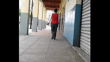 siguiendo a cajera