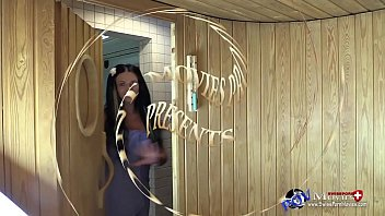 das model julia beim dreier in der sauna.