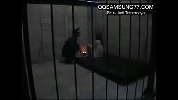 cewek cantik nafsu minta ngentot pak polisi di penjara