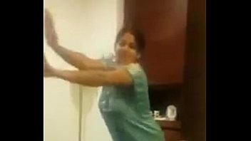 indian aunty dance with big boobs