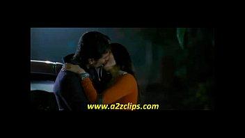 kareena kapoor kiss in kurbaan