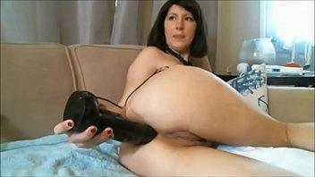 diana webcam milf shoves a huge black dildo.