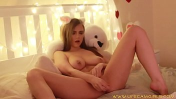 valentine&#039_s day shows her juicy pussy.