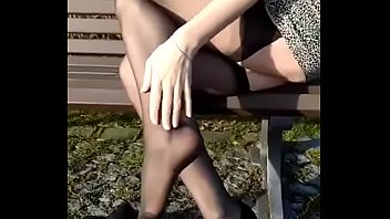 cams4free.net - shoeplay sexy german legs.