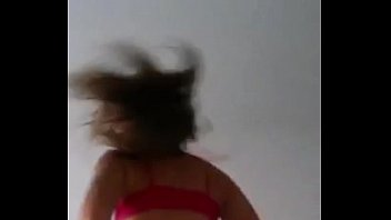 pendeja argentina de lanus baila desnuda.