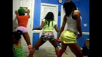 4 ebonys dancing to back dat.
