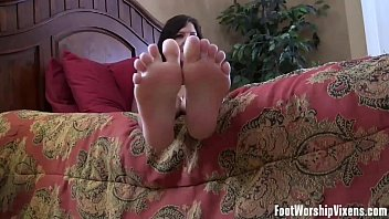 i can make you cum with just my feet