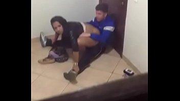 argentina puta la graban cojiendo con su amigo.descarga.