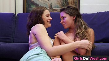 girls out west - amateur lesbian cuties chew.