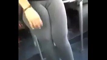 chica sexy con pantalon licra y.
