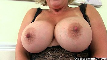 uk milf danielle works her fuckable pussy with.
